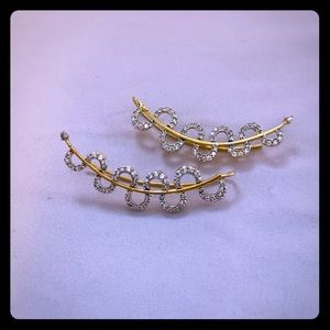 STUDS WITH GOLD COLORED EARRINGS